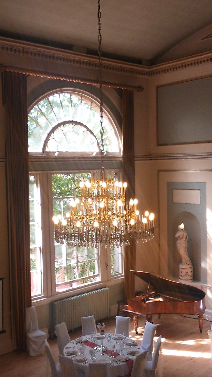 chandelier table piano